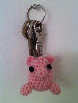 nyckelring_gris